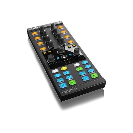 Native Instruments Traktor Kontrol X1 Mk2 DJ Controller-10