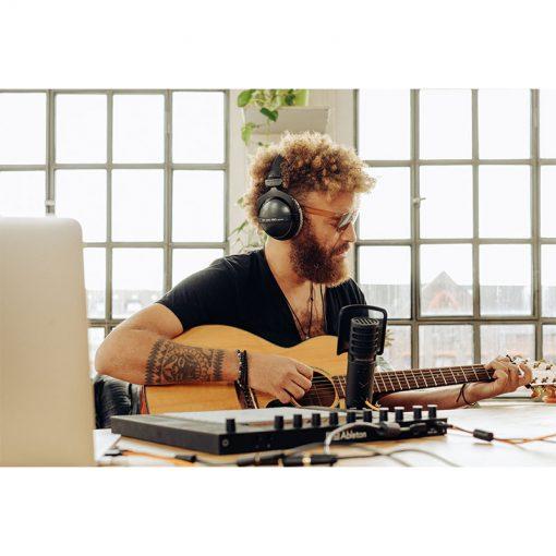 Beyerdynamic DT 770 Pro 250 ohm Closed Studio Headphones-05