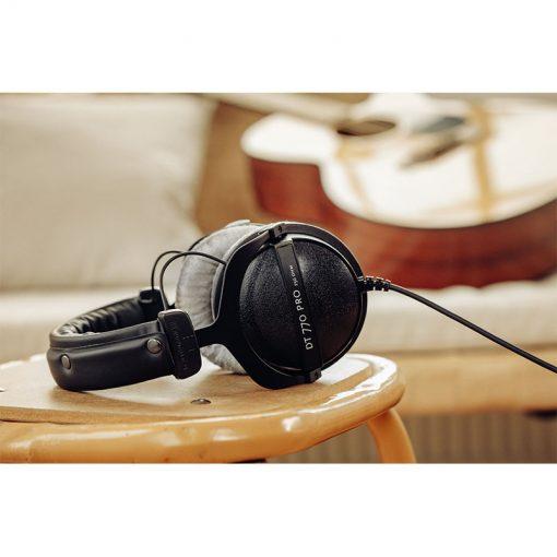 Beyerdynamic DT 770 Pro 250 ohm Closed Studio Headphones-08