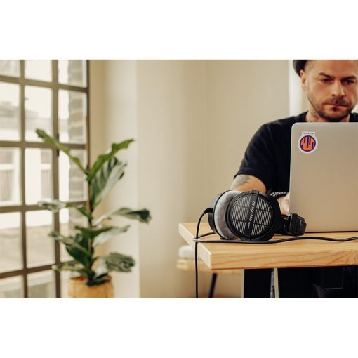 Beyerdynamic DT 990 Pro 250 ohm Open-back Studio Headphones-07